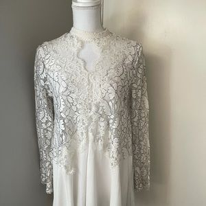 AAKA white lace top, SZ med.